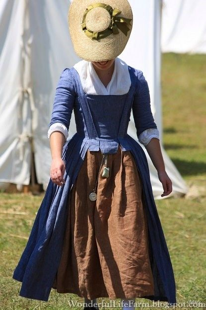 18th century linen day dress. Wonderful Life Farm