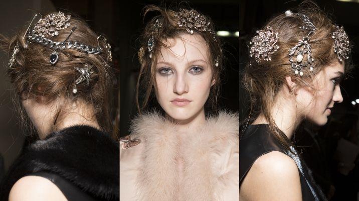 Accessori Capelli Donna  Questi gioielli evocano il gotico, il vintage e il glamour.  Ma ricordatevi di indossarli abbinati a vestiti semplici.
