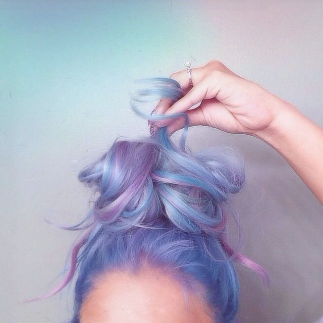 Love this cotton candy hair! Credits to @gabriela.the.wolf