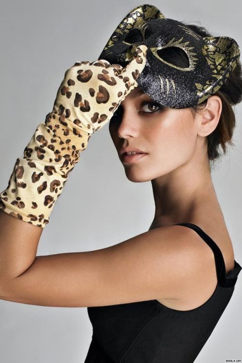 gloves <3 ... repinned by Jourdan Dunn, follow more content at http://pinterest.com/shop4fashion/hottest-of-the-honey-pot/