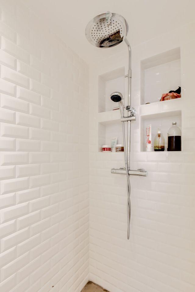 1071 best belles salles de bains images on pinterest salle de bains deco salle de bain et. Black Bedroom Furniture Sets. Home Design Ideas