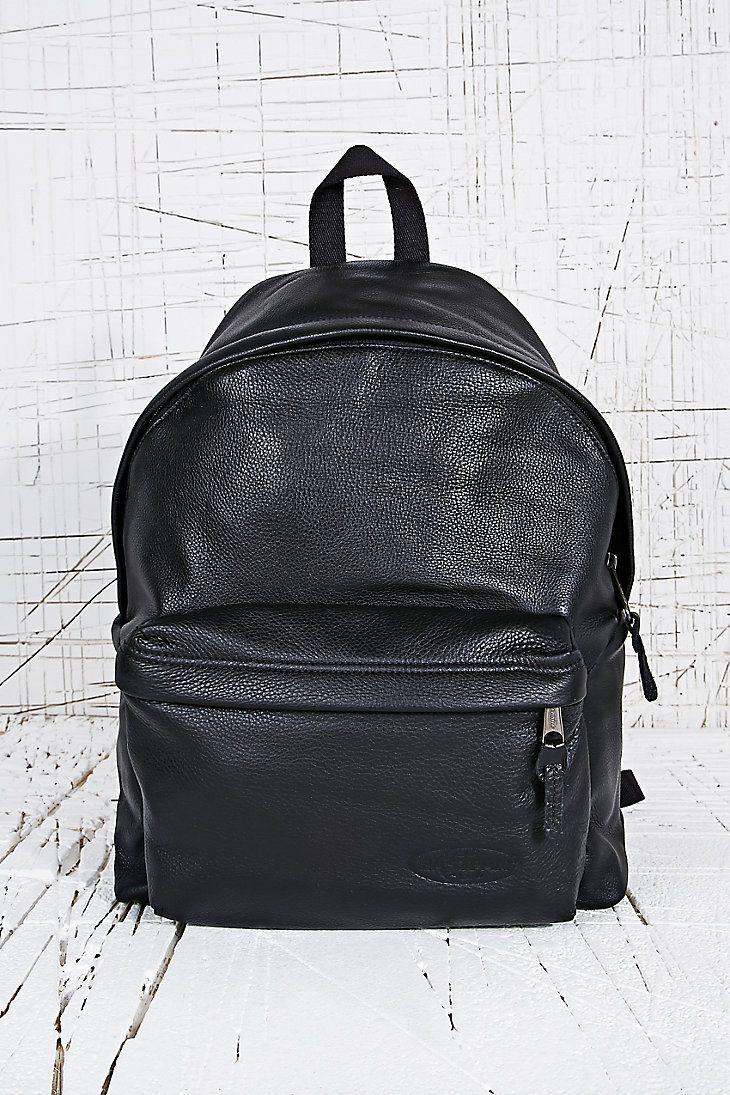 Eastpak - Sac à dos en cuir noir matelassé