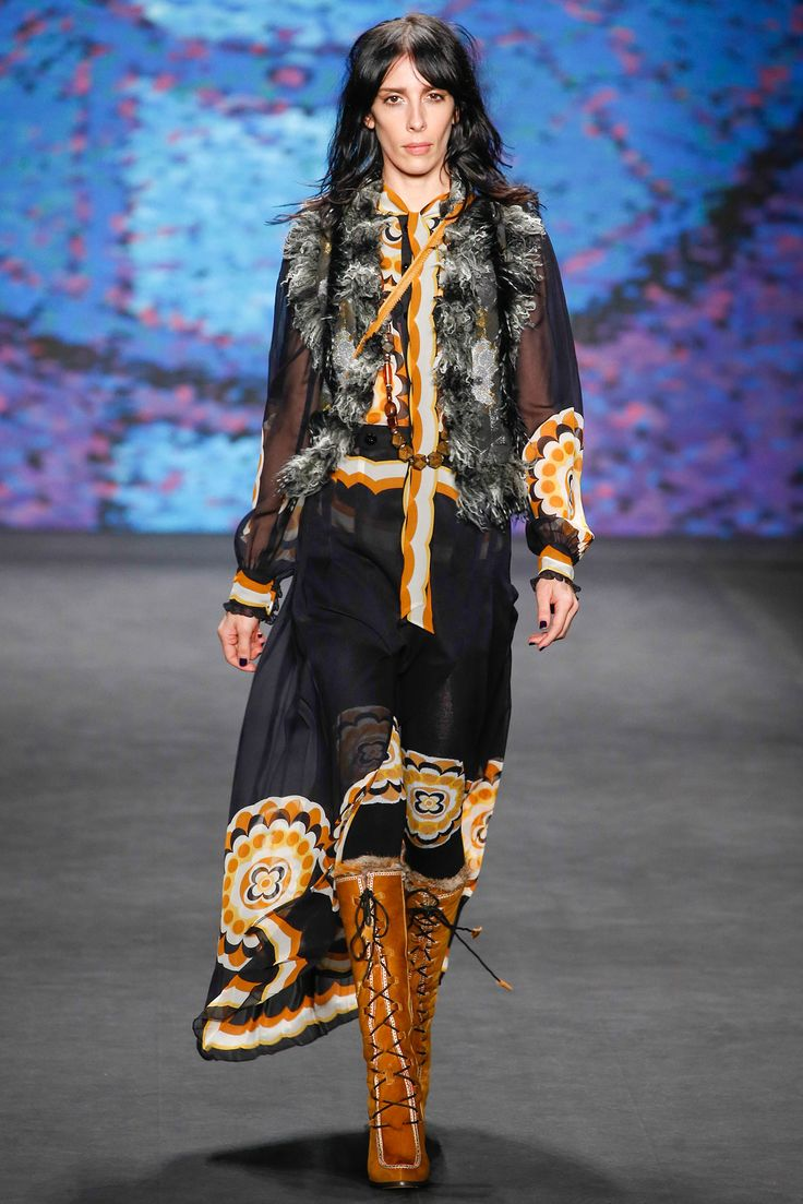 Anna Sui - Fall 2015 Ready-to-Wear - Look 2 of 52