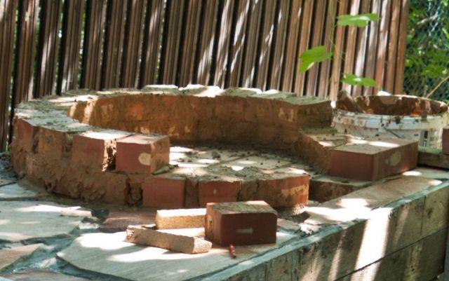 pizzaofen-garten selber bauen kuppelform klinkerziegel