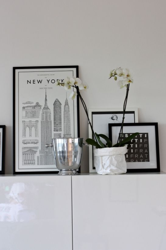 homevialaura | David Ehrenstråhle | Monumental Guide to New York poster | orchid | champagne cooler