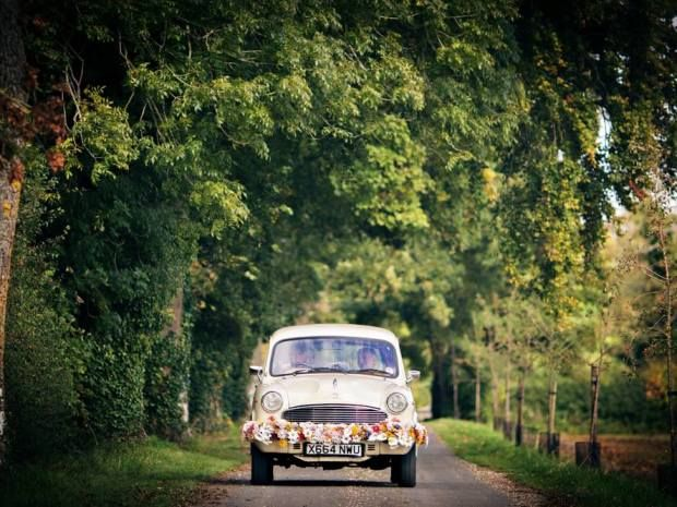 This lovely restored car from Kushi Cars adds a retro flair to any #vintagewedding. Image © Craig Dearsley Photo. #Gloucestershire #cotswoldwedding