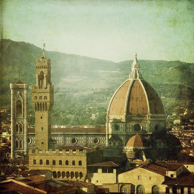 """Catedral de Florença - Brunelleschi. Começa a ser construída na Idade Média, e depois é """"coroada"""" com uma grande cúpula renascentista. #renaissance #architecture #florence #italy"""