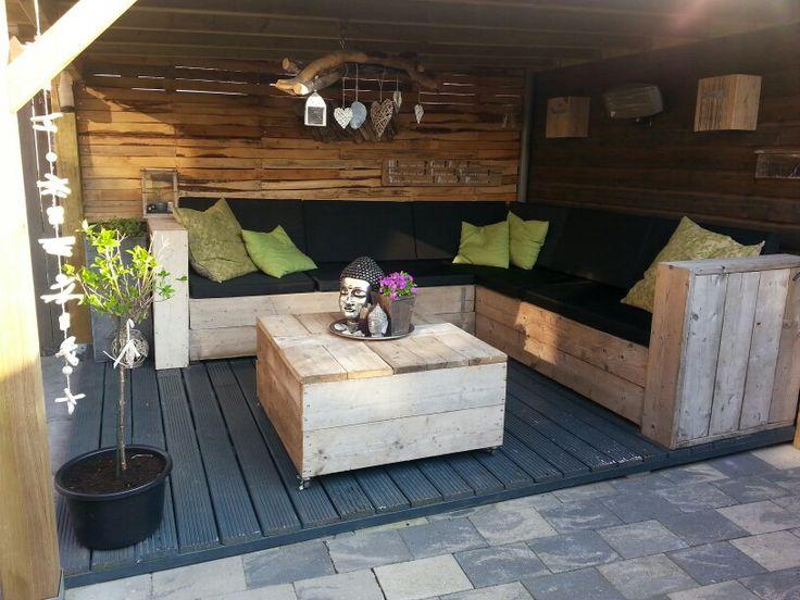 Onze loungehoek in de tuin...