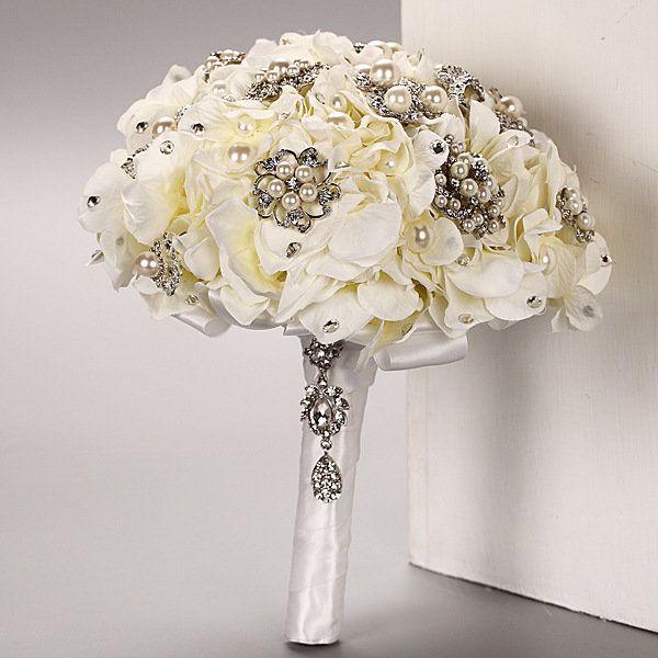 *Bouquet da Sposa fatto con  fiore ortensia  e spille*, by il sogno di una sposa, 135,00 € su misshobby.com