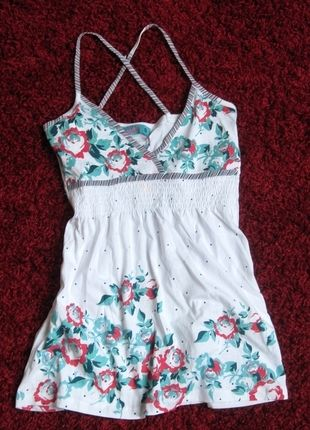 Kup mój przedmiot na #vintedpl http://www.vinted.pl/damska-odziez/koszulki-na-ramiaczkach-koszulki-bez-rekawow/9932261-nowa-bluzka-na-ramiaczkach-w-kwiaty-krzyzowany-tyl