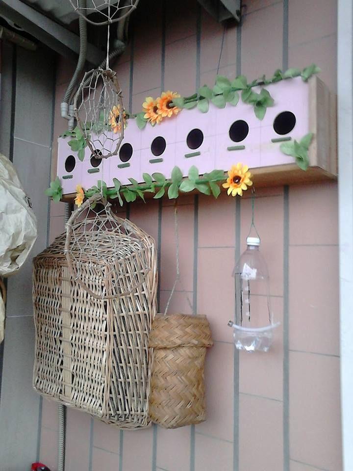 """Troppo bello quello che ha realizzato mio papà (con il mio tocco decorativo!) :P. E' un """"condominio"""" di legno, fatto di 7 piccole cellette, che (spero presto!) ospiteranno i miei amici uccellini che frequentano la mangiatoia del balcone :) <3  ...Manco a dirlo, TUTTO RIGOROSAMENTE RICICLATO!!! :) seguimi su fb: https://www.facebook.com/MaliceCrafts/"""