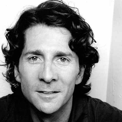 Leland Orser as the reporter. Orser's a fantastic character actor who can play creeps and good guys with equal depth. He's got a pretty distinctive face yet he's able to morph into each character and look the part.