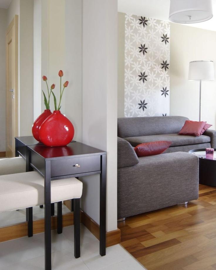 Tapety to modne dekoracje ścian. Projektowane przez czołowych designerów, różnorodne współczesne tapety pozwalają na swobodę w kreowaniu charakteru wnętrza. Tapety aranżacje i zdjęcia [galeria]