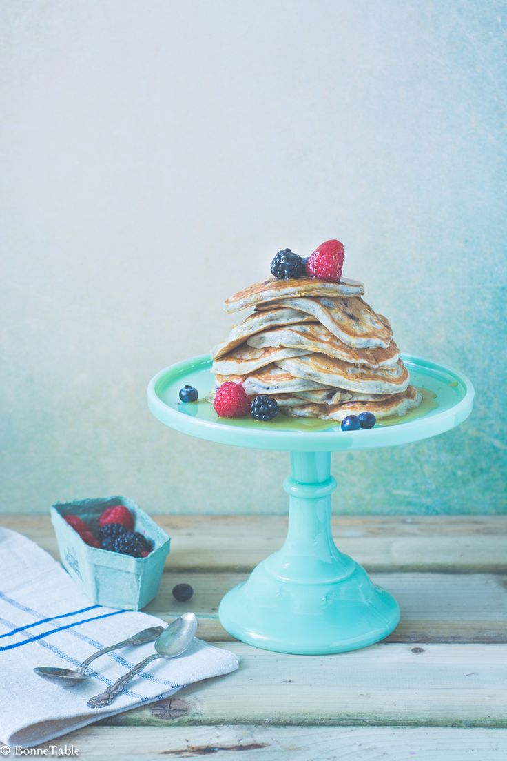 Pancakes au yaourt grec et fruits rouges - BonneTable