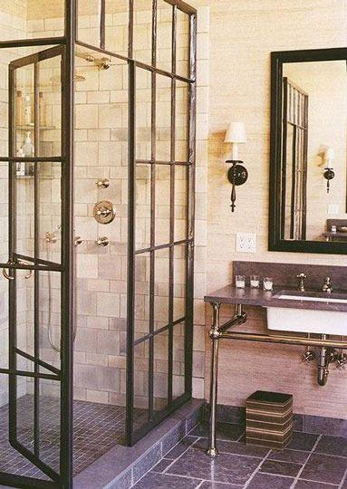 Ispirazione per il bagno: le finestre come porte per la doccia | Arredare casa