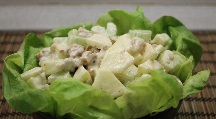 A waldorf saláta talán az egyik legegészségesebb majonézes salátánk. De miben különbözhet az eredeti az itthon elterjedt változattól? Waldorf saláta recept.