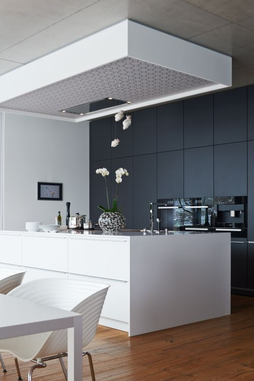 Having experienced a Poggenpohl kitchen in their previous home, the couple turned to Poggenpohl Dresden to commission a new kitchen designed to their exacting standards. #poggenpohl #POGGstory #kitchens