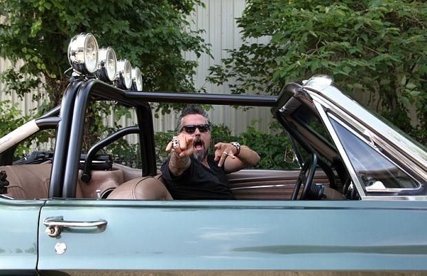 """Поредицата """"Бързи и шумни"""" се завръща по Discovery Channel с трети сезон на високи обороти. В новите серии експертът по автомобили Ричард Ролингс и талантливият механик Арън Кауфман обикалят Тексас и други щати в търсене на изоставени класически коли, които купуват и ремонтират в своя """"Gas Monkey Garage"""" в Далас. От 7-и март, всяка събота, …"""