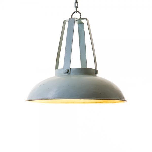 Sininen metallivalaisin kattoon. Tilaa oma tästä! http://www.verkkokauppa.aadesign.fi/tuotteet/blue-lamp-small