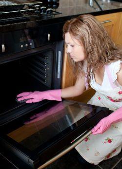 Így takarítsd ki vegyszerek nélkül a sütőt!