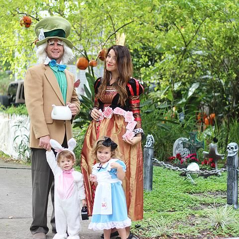 thegrayrubydiaries | Happy Halloween - Alice in Wonderland family costume