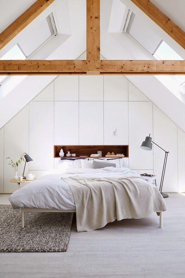 Jurnal de design interior - Amenajări interioare : Alb imaculat într-un dormitor la mansardă