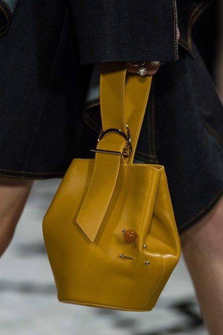 Fashion preview dalla New York Fashion Week per cominciare a sognare le prossime it bag di stagione
