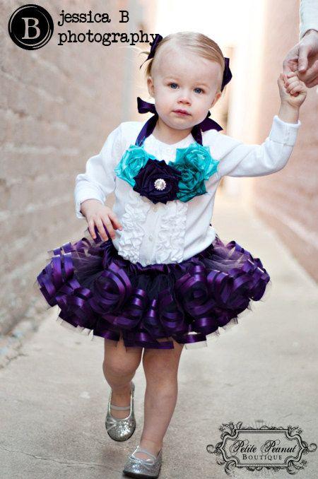 Un cacahuete Petite original - el tutú colección real Porque todas las niñas es la realeza  Un gran color para la moda primavera/verano 2011! --------------------------------------------------------------------  Por favor espere 3 semanas para su tutu personalizado y enviado.  TAMAÑO: (1) 6 meses - 2T / 24 meses tutu Color: ciruela  Nota: Tamaño de Tutu que se muestra en la foto puede variar desde el tamaño de este listado. El color puede variar según el monitor…