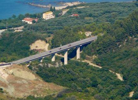 Την ένταξη στο ΕΣΠΑ της αποκατάστασης της «γέφυρας Δέσπως» υπέγραψε ο Περιφερειάρχης http://www.preveza-info.gr/node.php?id=10099