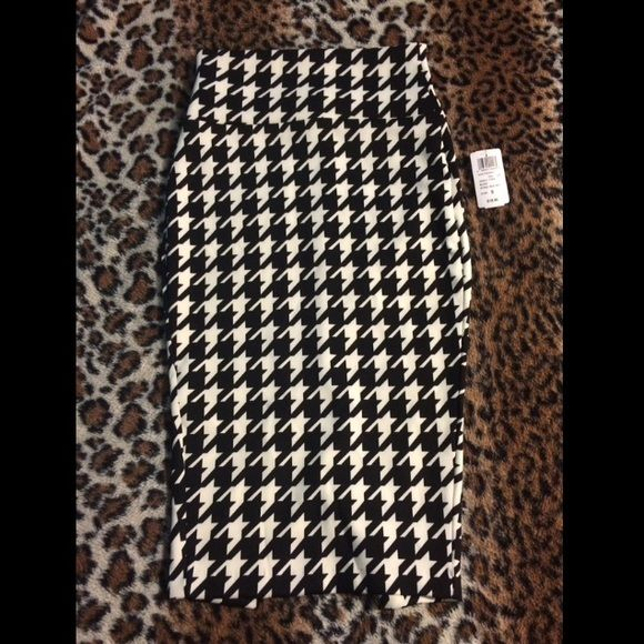 Small black and white pencil skirt  Classy and cute pencil skirt. Brand new with tags. Never worn. WINDSOR Skirts Pencil
