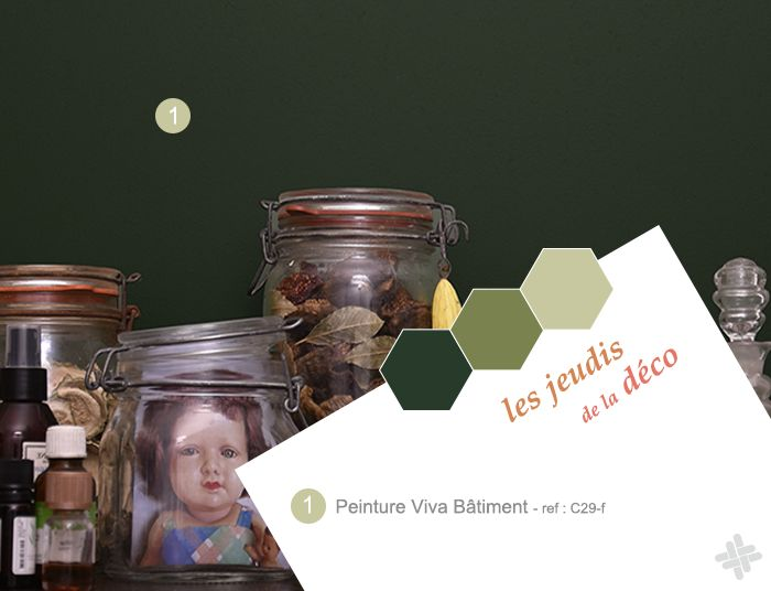 Ambiance déco cabinet de curiosités avec peinture Viva Bâtiment vert profond