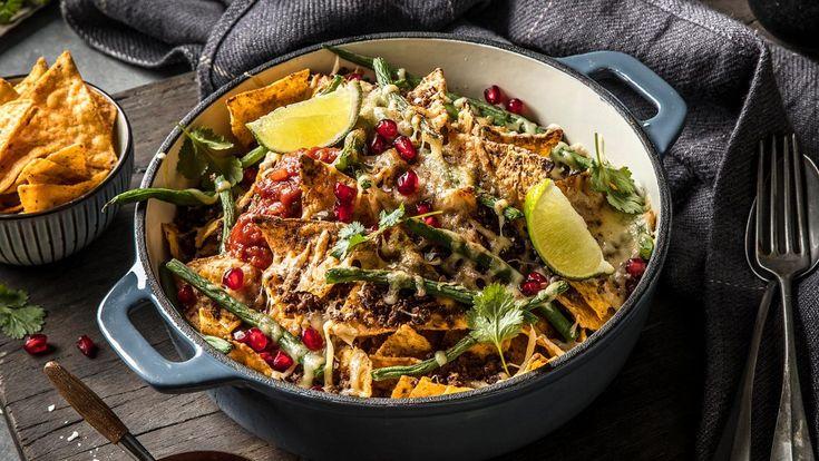 En rask og enkel vegetarmiddag hvor du bruker vegetarfarse eller Oumph! i stedet for kjøttdeig sammen med vegansk ost og nachos chips.
