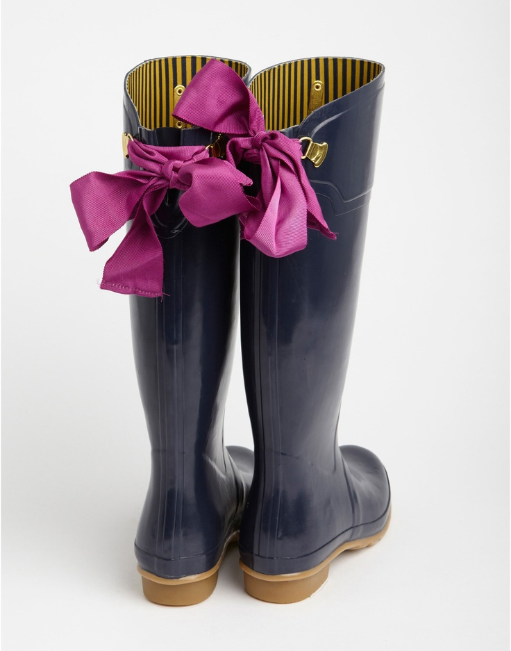 the prettiest rain boots I ever did see...EVEDON Womens Tie Detail Premium Rain Boots