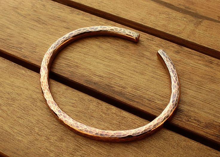 Kupfer Armreif, gehämmert, schwer, dick, 18 cm von Galadryl Schmuckdesign - Handgefertigter Silber- und Kupfer Schmuck auf DaWanda.com