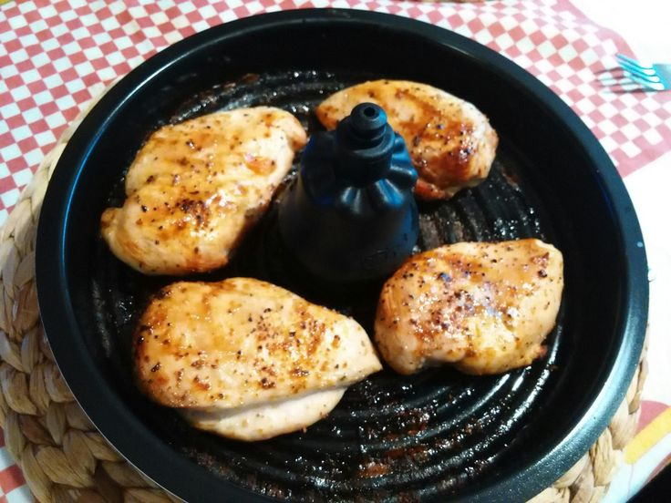 4 peitos de frango  Temperar a gosto  No tabuleiro da actifry programe 20 minutos   Arroz branco na bimby   1000g de água  Colher e meia ...