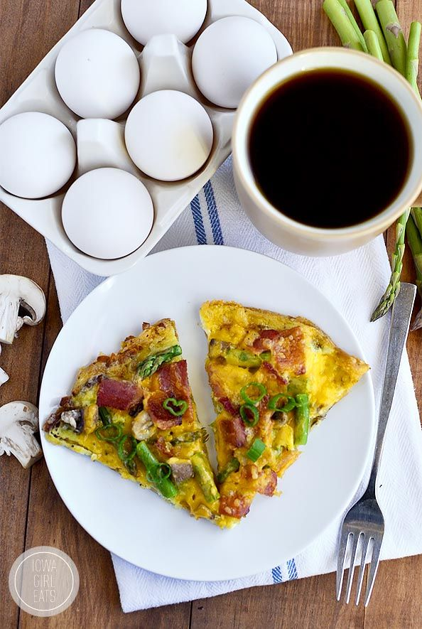 Gluten-Free Breakfast Pizza with Hash Brown Crust is a fun and delicious way to wake up in the morning! #glutenfree | iowagirleats.com