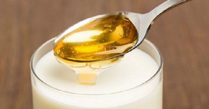 Als je melk en honing gaat combineren, krijg je een krachtig middel tegen slapeloosheid. Deze remedie is al eeuwen bekend.