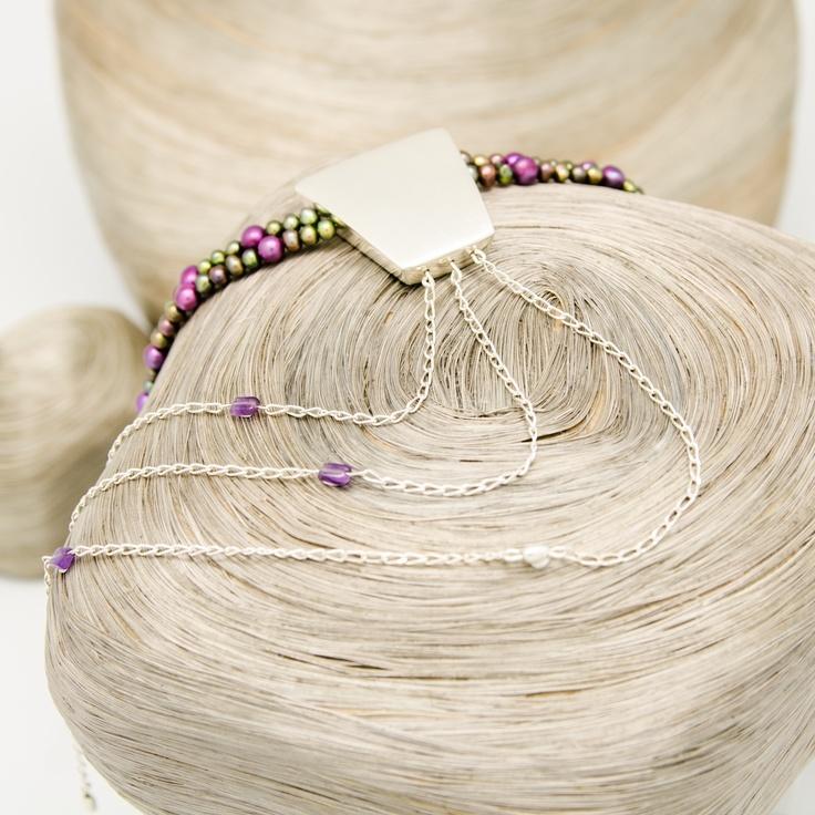 Collier de Perles, Nœud de cravate en argent et Chaînes en argent avec Améthystes / vue 2