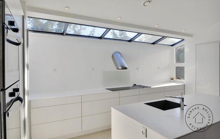 Kig til køkkenet fra spisestuen