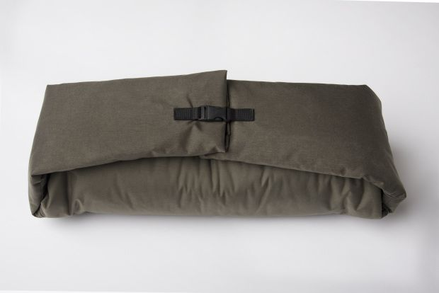 Coat That Turns Into Sleeping Bag For Homeless People Is The Perfect Christmas Gift Homeless Bags Bags Over The Shoulder Bags