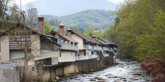 Gatlinburg hotels motels, Gatlinburg riverfront lodging, Smoky Mountain hotel motel - Rocky Waters Motor Inn