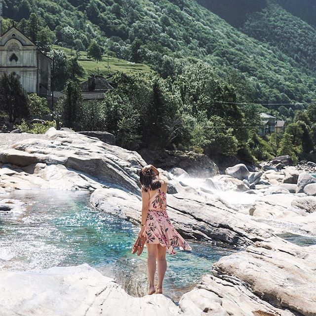 Happy Tuesday! 💗 This was taken a week back in Valle Verzasca, looking out to the quaint village of Lavertezzo. Here the turquoise clear stunning waters took our breathe away. 😍 Just 2.5hrs drive south from Zürich, the untamed Mother Nature had us in awe with this beautiful part of Switzerland. The water was so crystal clear (& the river so deep!) I got giddy trying to take a picture from the top of the bridge. However, the cool water was a perfect respite during our hot summer…
