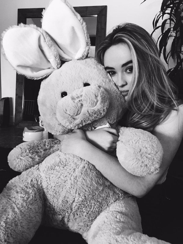 Sabrina Carpenter (@SabrinaAnnLynn) | Twitter Cuddling with a bunny a great way to relax. Cute and cool!!!