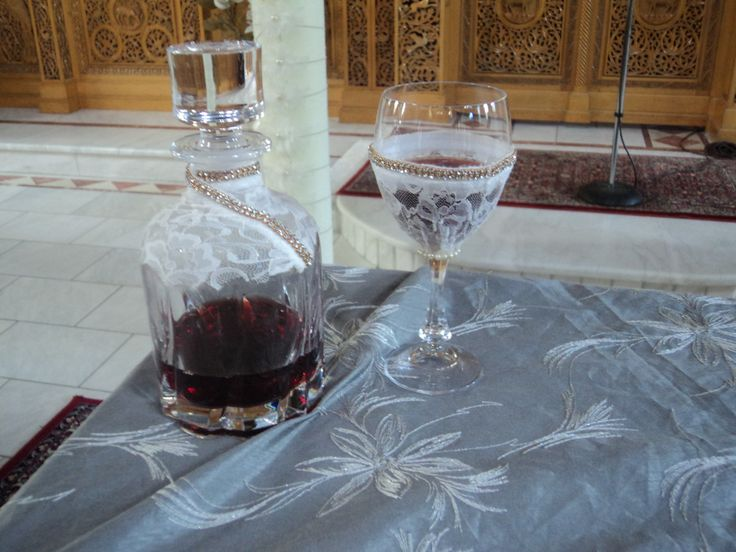 ...καραφα.. ποτηρι..με στολισμο vintage..δανδελα..και  στρας..