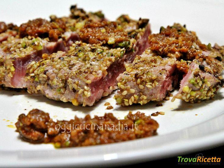 Tonno scottato in crosta di pistacchi con pesto di pomodori secchi  #ricette #food #recipes