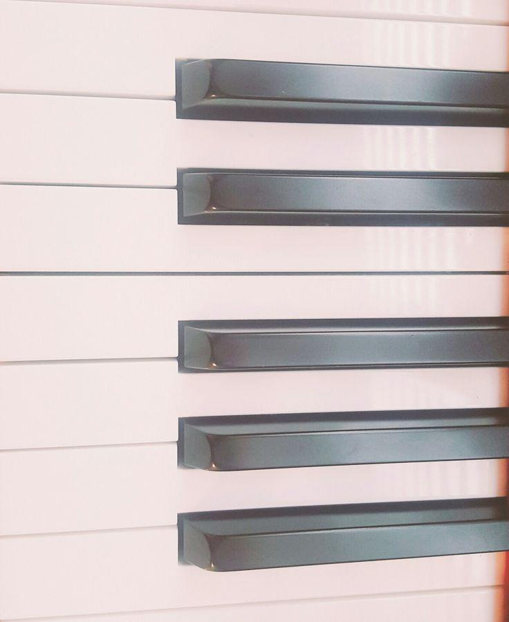 피아노의 반복되는 건반들