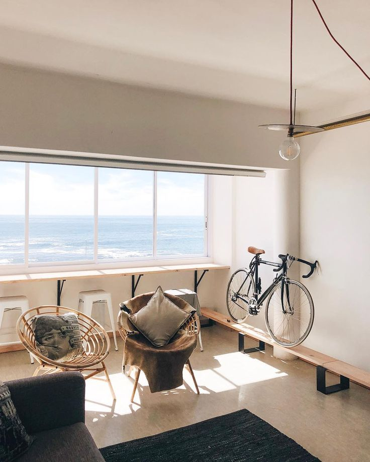 Goodbye Cape Town. Ich komme wieder. Versprochen! 💔 #capetown #mothercity #southafrica #airbnb #accomodation #ninosy #livingroom #roomwithaview #design #bicycle #solebich #interior #sunlight #ocean #windowlove #vscocam