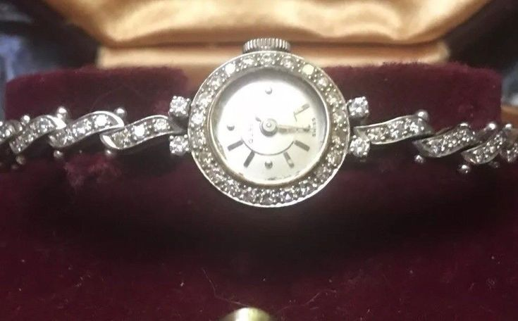 Vintage Collectible Ladies Gubelin 1940's 18k Solid Gold Diamond Watch