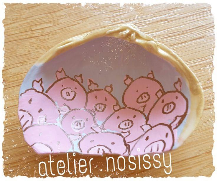 Piggies on a seashell by atelier nosissy. #kinderkamerkunst #kinderkamer #schilderij #kunst #nurseryroom #painting #kado #art #artlife #design #gallery #galerie #colourart #colorfulart #colourful #artecolorido #seashell #schelp Seashell art schelpen decoratie varkentjes