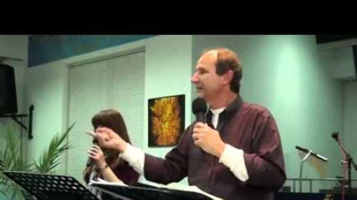 Международный координатор «PiH» Ден Слейд (Торонто, Канада) проповедует на тему благодати. Это служение проходило в Боярке (Украина) 26.03.2014